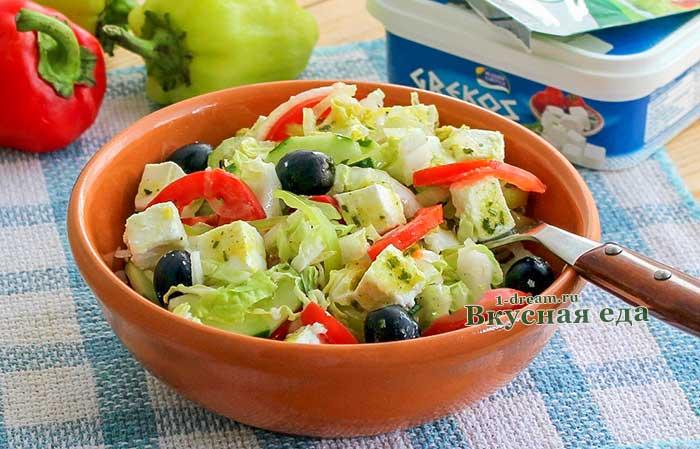 Греческий салат с пекинской капустой и феткасой