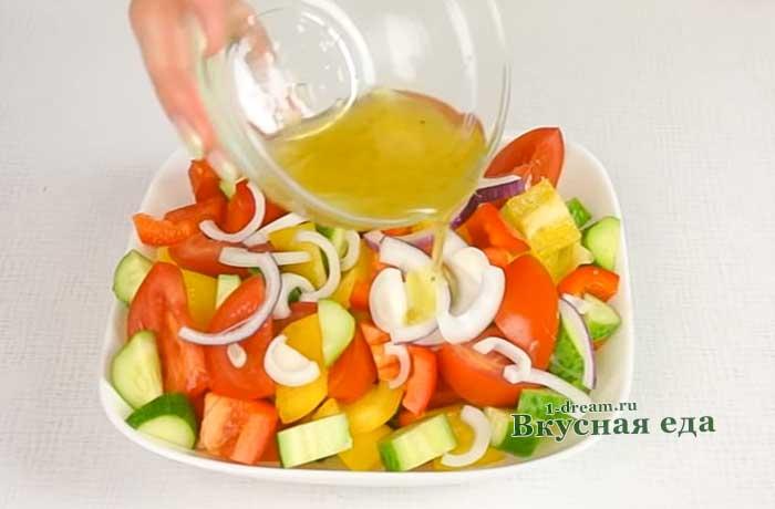 Заправить салат заливкой