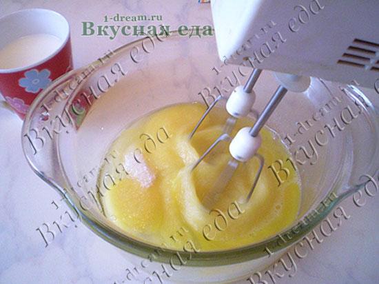 Взбить яйца для пасхального кулича