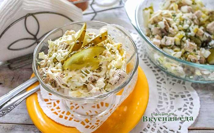 Простой салат с курицей ,сыром и яйцами-рецепт с фото