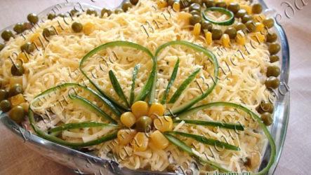 Салат из куриного мяса  и сыра