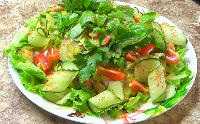 Салат с бужениной и огурцами
