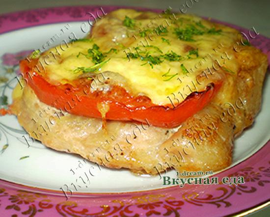 Рецепт приготовления свинины в духовке с помидорами и сыром