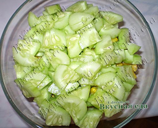 Огурцы порезать и в салат с курицей