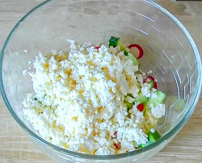 Творог в салате с редисом