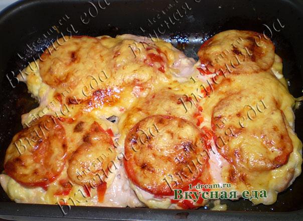 Запеченное в духовке куриное филе с сыром и помидорами с перцем