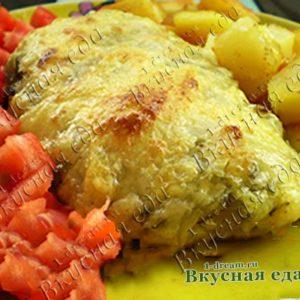 Куриное филе, запеченное с сыром и соленым огурчиком