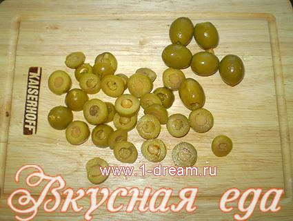 Оливки для салата из креветок и сыра
