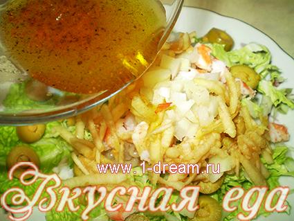 Полить салат с креветками заливкой