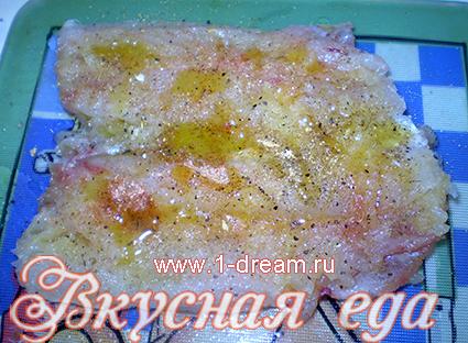 посыпать перцем рыбу для запекания