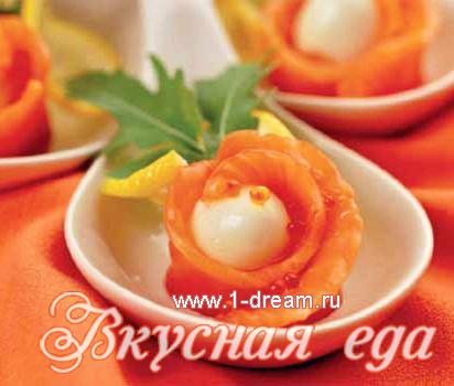 закуска из перепелиных яиц и форели