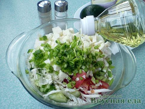 Салат из овощей заправить маслом