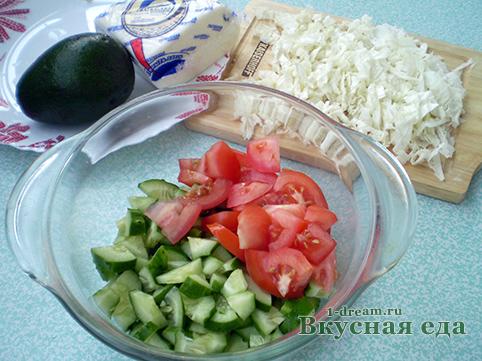 Помидоры и огурцы для весеннего салата