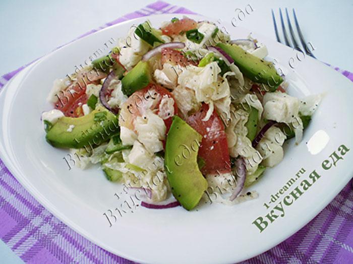 Салат овощной с авокадо и адыгейским сыром