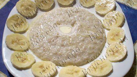 Ячневая каша на молоке с бананом
