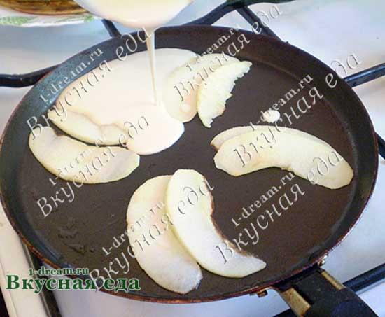 Налить блинное тесто