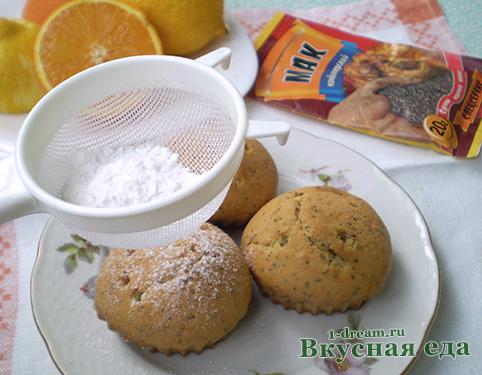 Обсыпать лимонный кекс пудрой