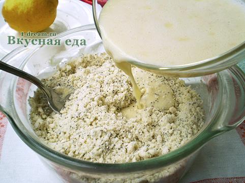 Замесить тесто для лимонного кекса