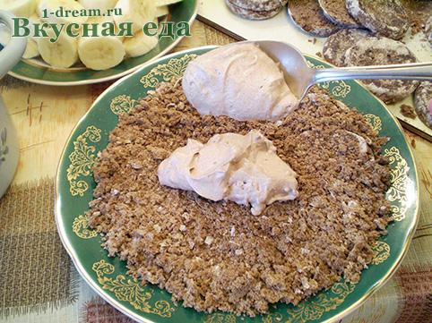 Перый слой крема на торт из пряников