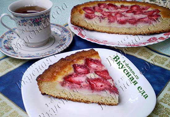 Рецепт заливного пирога с клубникой
