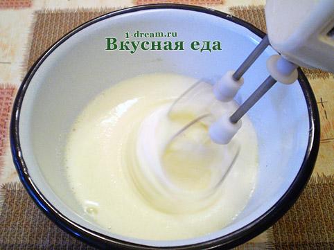 Взбить яйца для теста для домашнего торта