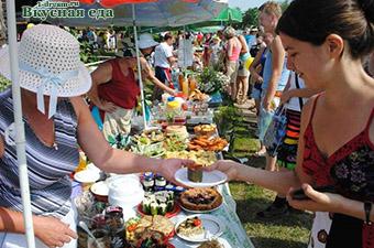 Дегустирование на фестивале еды в Суздале