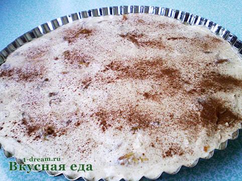 Пирог с персиками посыпать корицей и сахаром