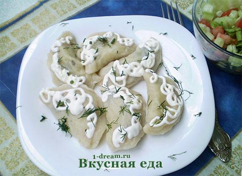 Приготовили вареники с картошкой и грибами