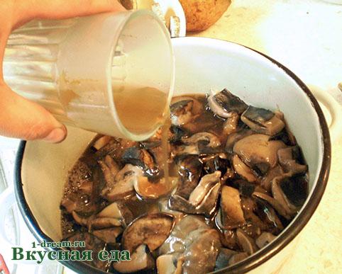 Подосиновики поливаем маринадом