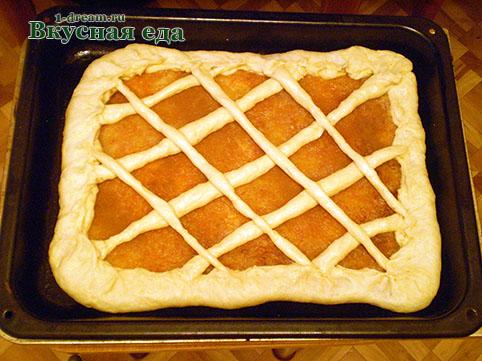 Выложить сеточку для яблочного пирога