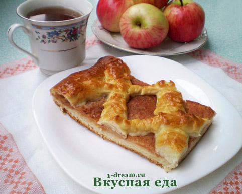 Дрожжевой пирог с яблоками готов