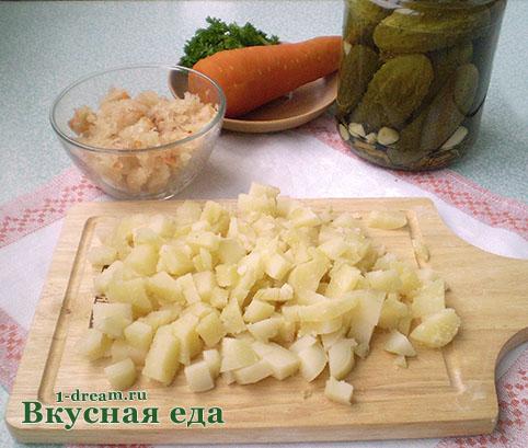 Режем картошку в винегрет