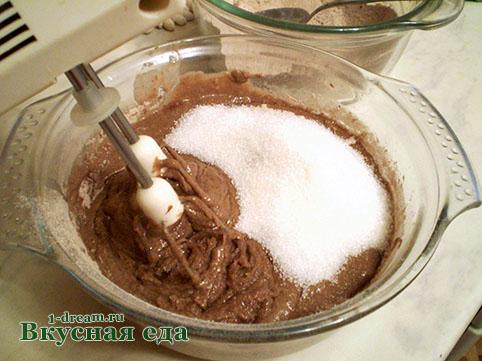 Сахар кладем в тесто для кекса