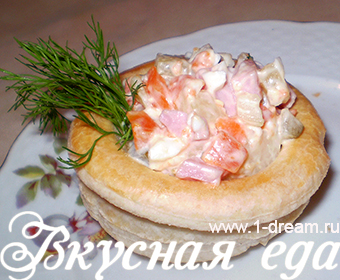 Классический салат оливье в стаканчиках