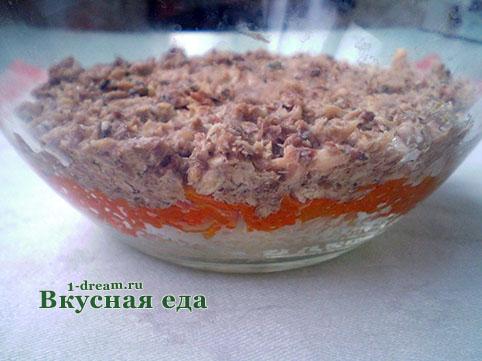Рыба в салате мимоза