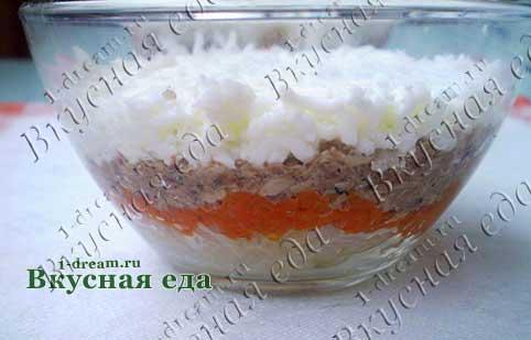 Салат слоями с сайрой - вид с боку