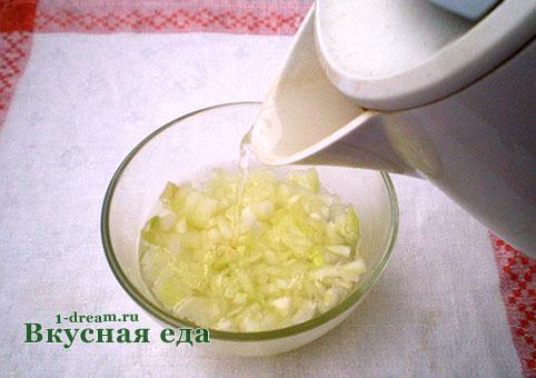 Лук для салата мимоза с сайрой