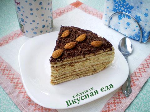 Кусок торта на сковороде