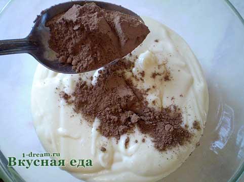 Добавляем какао в тесто для торта Зебра