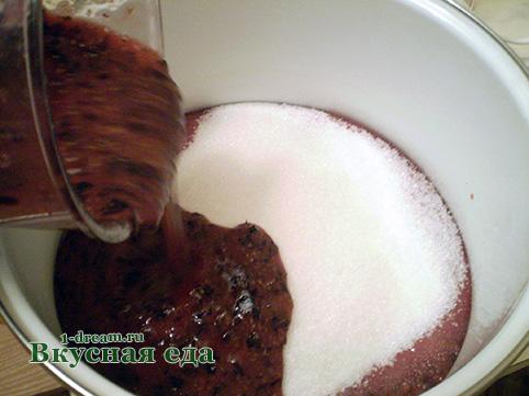 Черная смородина перетертая с сахаром