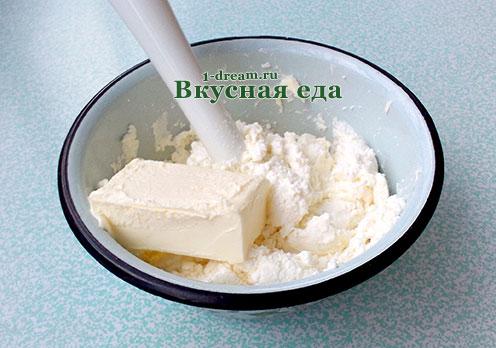 Положить сливочное масло в пасху