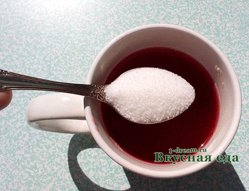 Добавить сахар в клюквенный морс