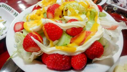 Вкусные салаты с клубникой за 5 минут