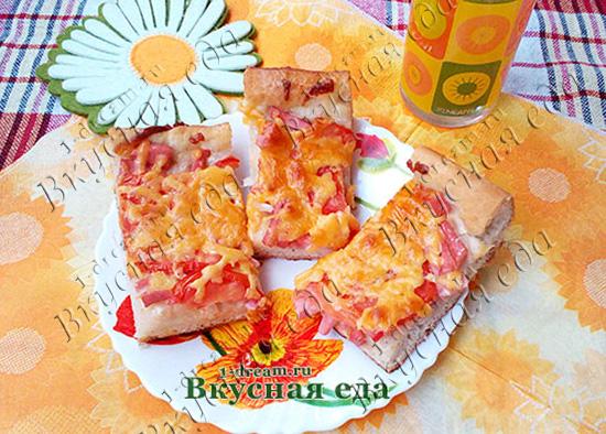 Рецепт пиццы с колбасой, сыром и помидорами