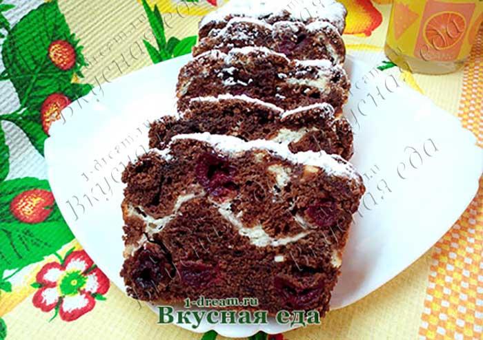 Шоколадный кекс с творогом и вищней