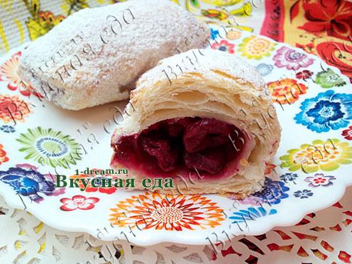 Пирожки слоеные с вишней-рецепт с фото