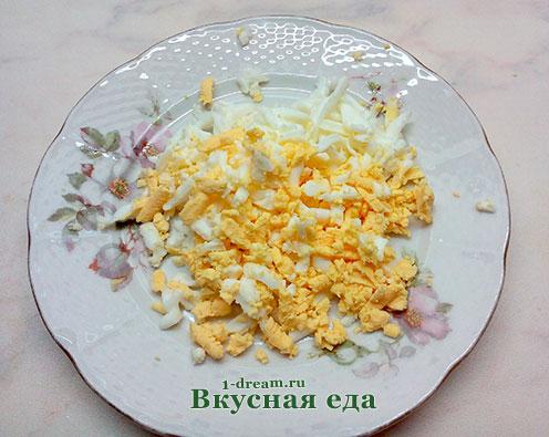 Яйца натереть