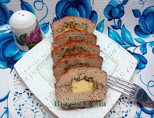 Мясной рулет с начинкой - рецепт с фото