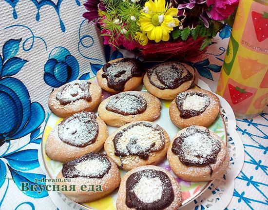 Печенье на сметане готово