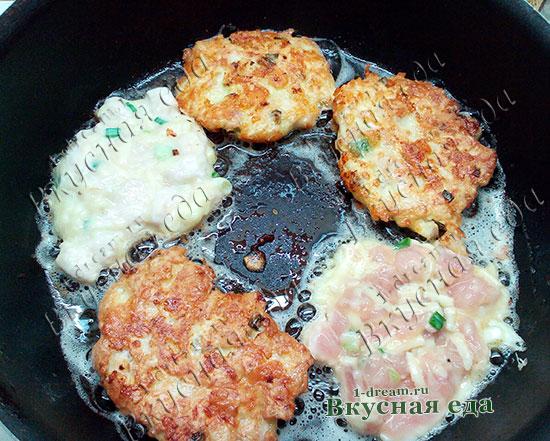 Жарим куриные котлеты рубленные с сыром